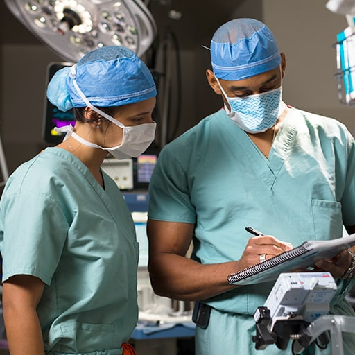 Mayo Clinic anesthesiologists discussing a case in the operating room